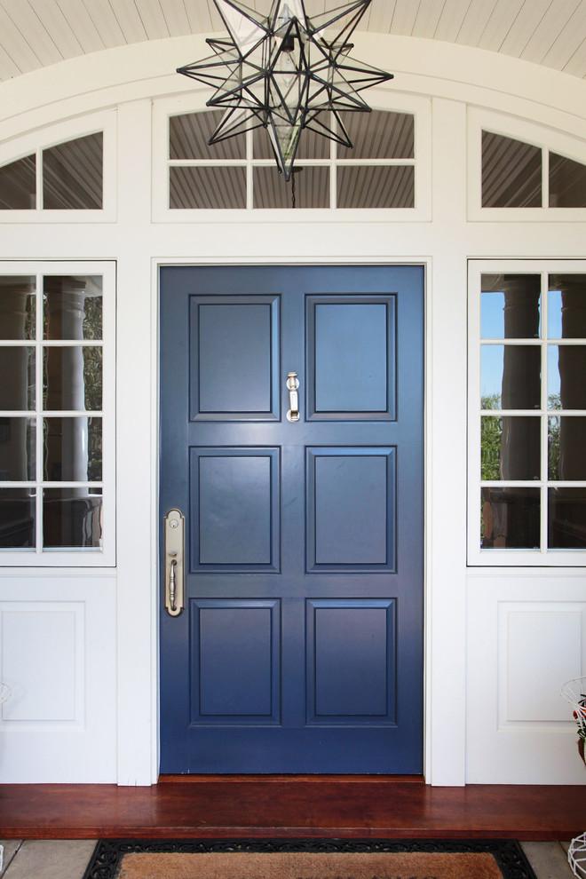 Entryway - traditional entryway idea in Los Angeles