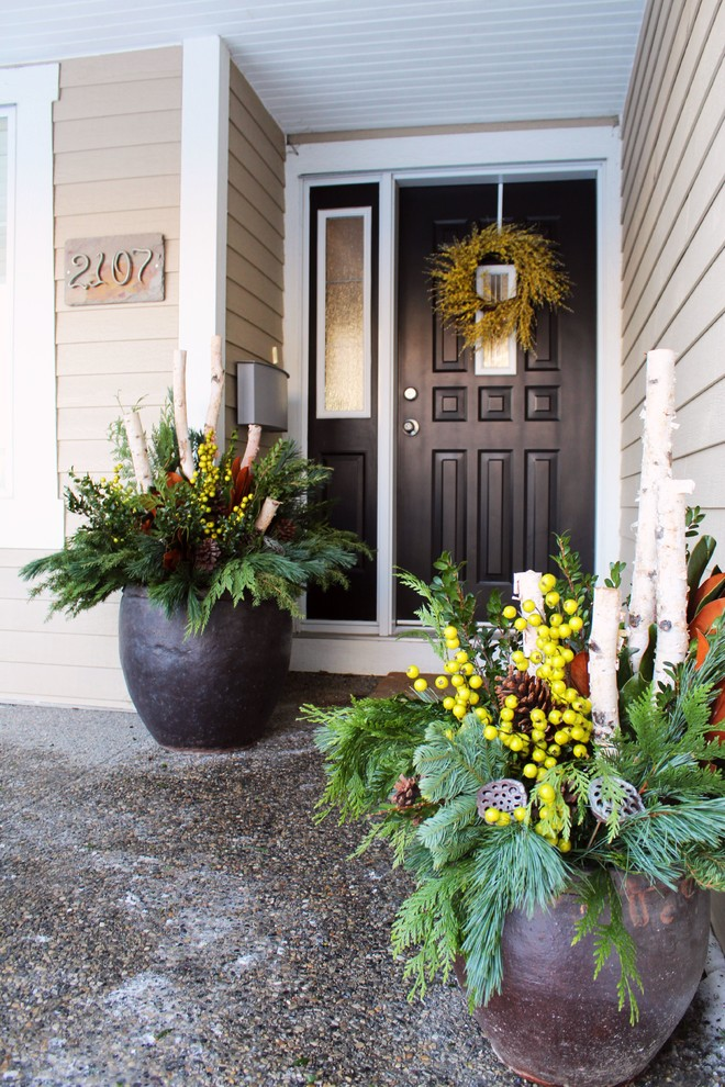 Entryway - traditional entryway idea in Calgary