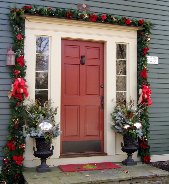 Entryway - traditional entryway idea in New York with gray walls and a red front door