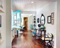 Colorful Cottage midcentury entry