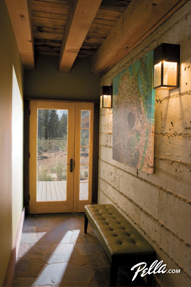 Example of a trendy entryway design in Cedar Rapids