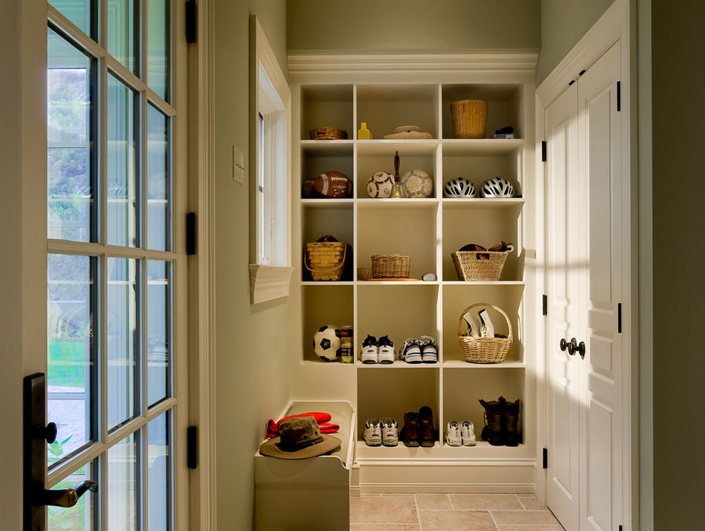 Inspiration for a timeless mudroom remodel in New York
