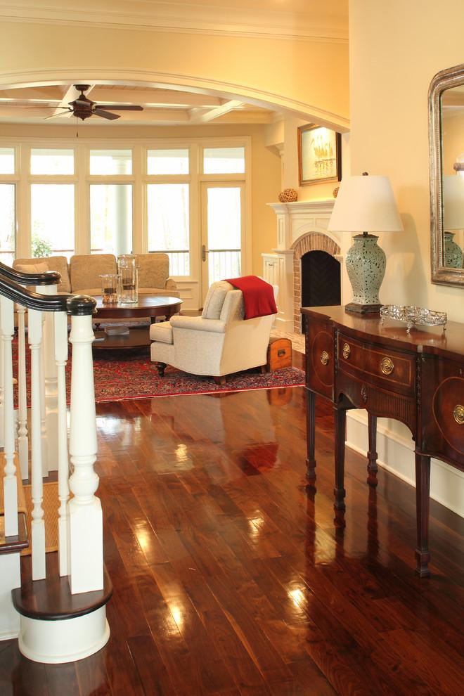 Entryway - traditional entryway idea in Charleston