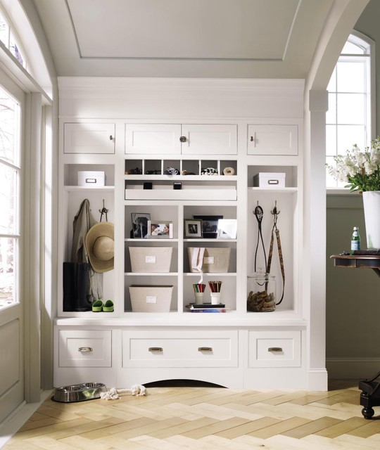 Decorá Cabinetry: Prescott Beaded Inset Maple White traditional entry