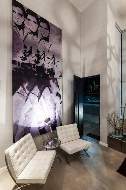 Distrito Soho contemporary-entry
