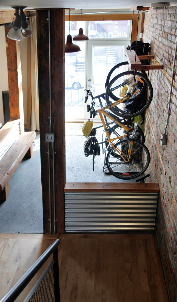 Inspiration for an industrial entryway remodel in Montreal