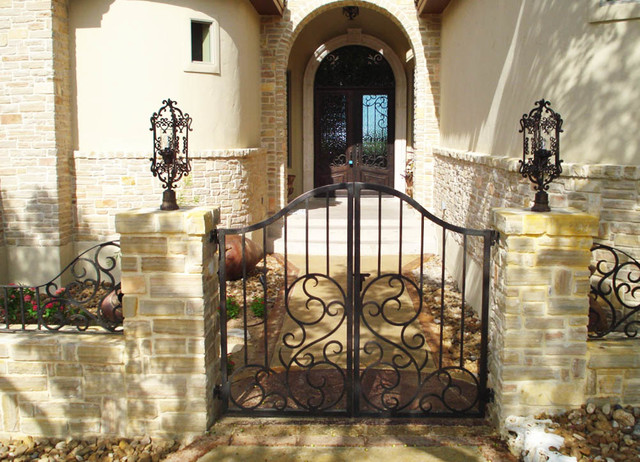 Double Door Iron Gate And Decorative Fence Entry