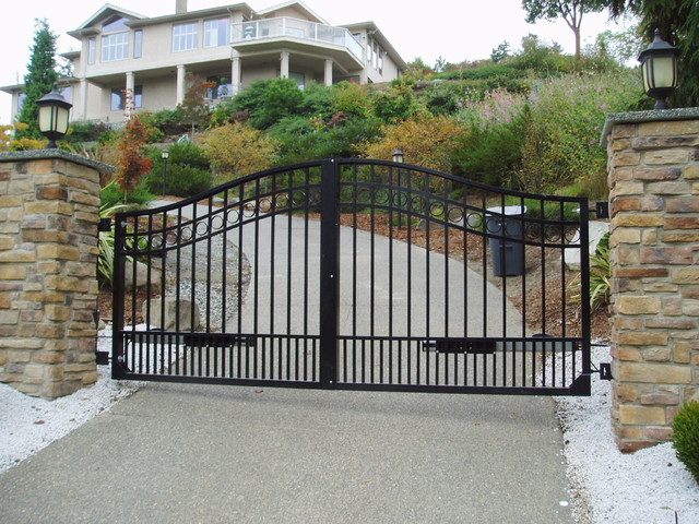 Double Swing Driveway Gate Modern Entry