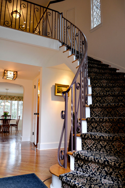 Drake Avenue traditional-entry