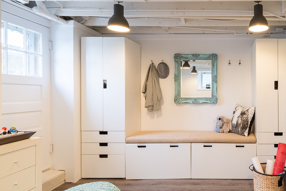 Eclectic mudroom photo in Boston