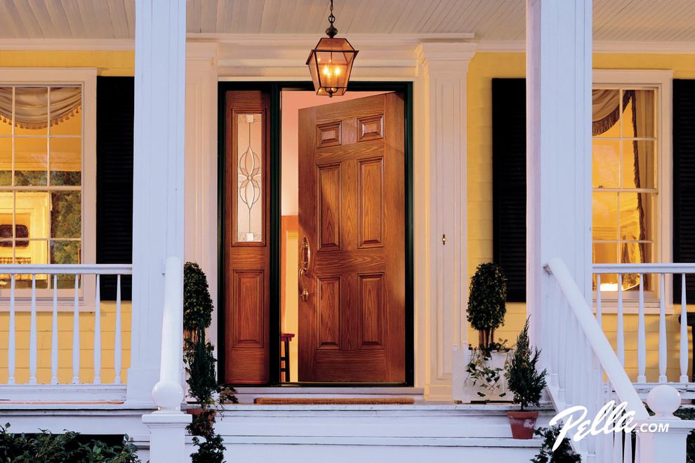 Elegant entryway photo in Cedar Rapids