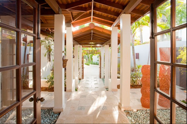 Entry Courtyard tropical-entry