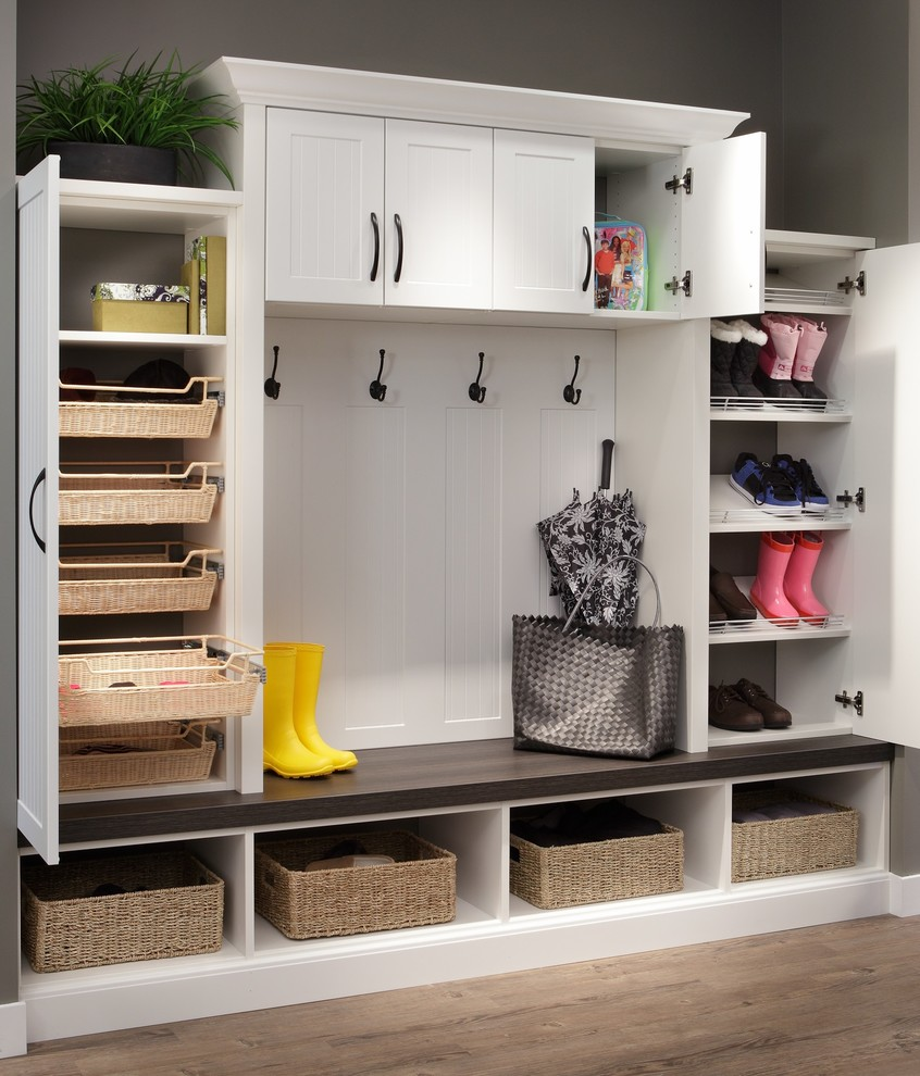 Inspiration for a mid-sized craftsman mudroom remodel in Chicago