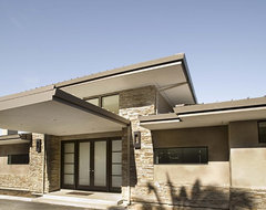 exterior contemporary-entry