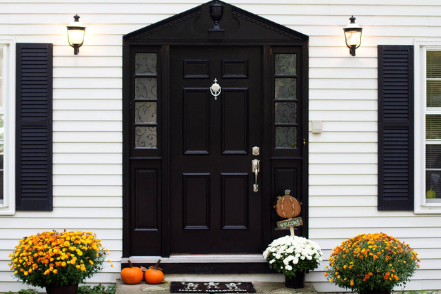 Example of a classic entryway design in New York with a black front door