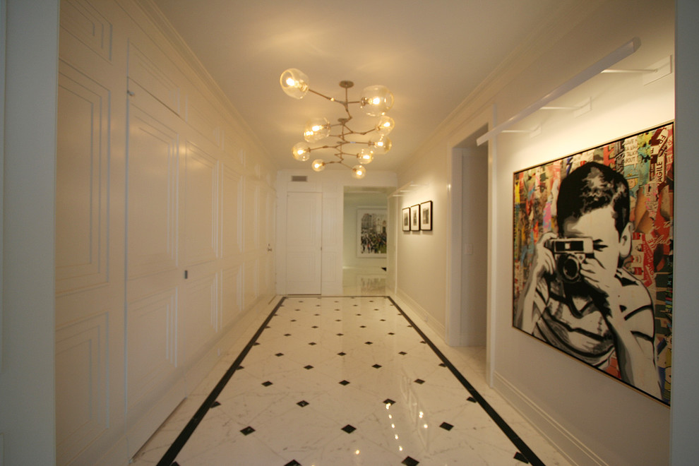 Example of a trendy entryway design in New York