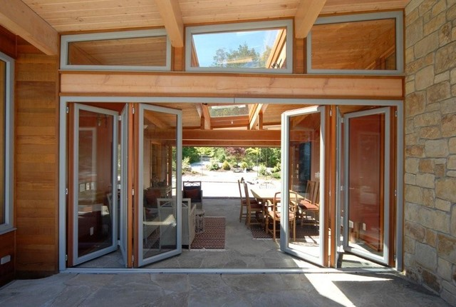 Folding doors contemporary entry