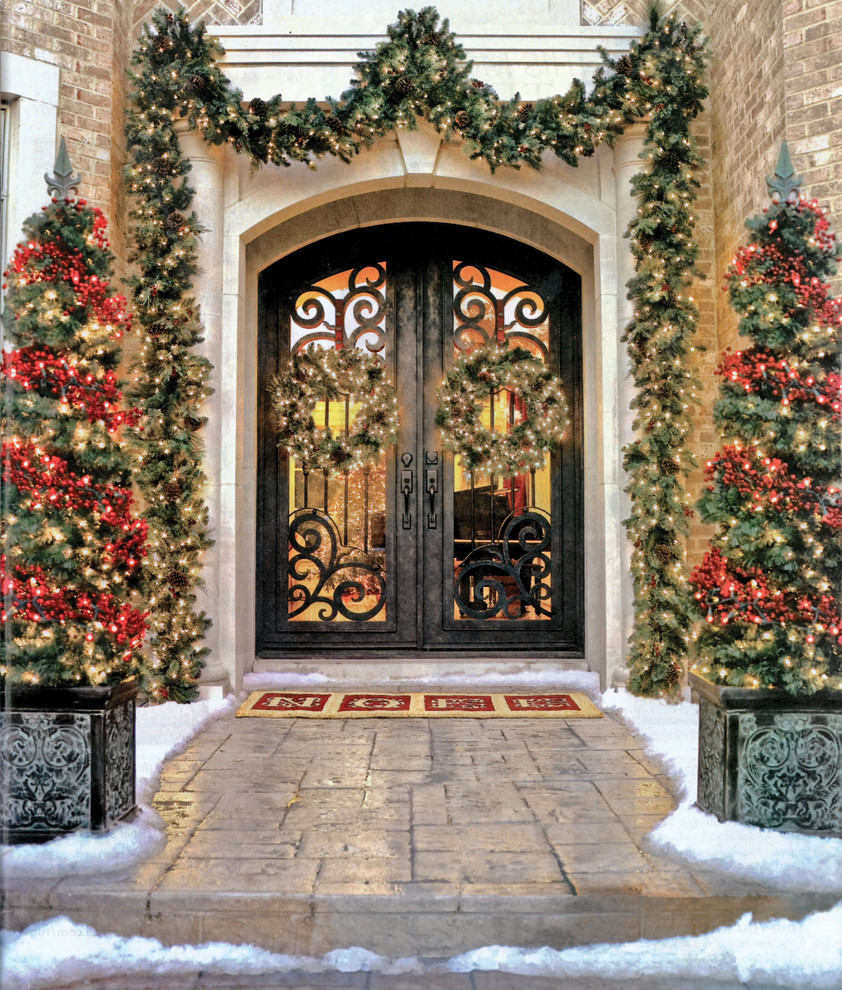 Tuscan entryway photo in Tampa