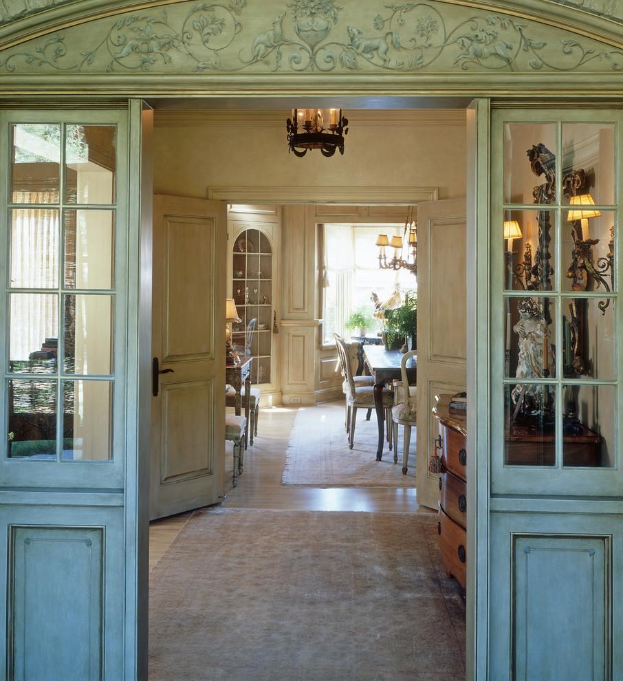 Example of a classic vestibule design in San Diego