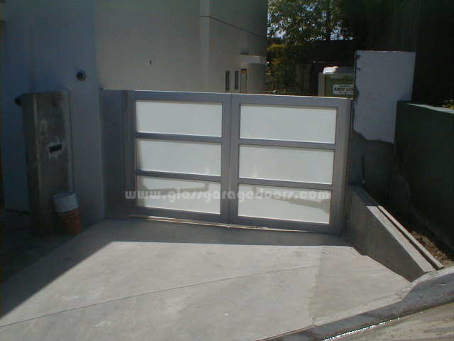 Glass Driveway Gate - Beverly Hills, CA - Modern - Outdoor Decor - other metro - by bp Glass ...