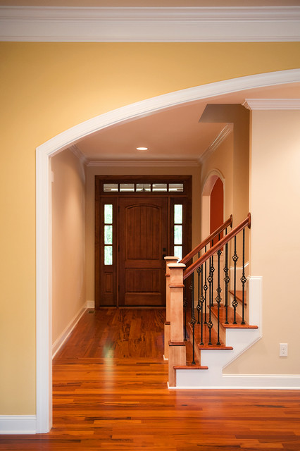 Green Residence traditional-entry