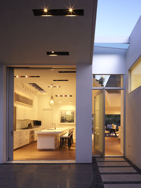 GRIFFIN ENRIGHT ARCHITECTS: Santa Monica Canyon Residence modern entry