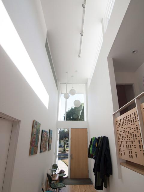 hallway contemporary-entry