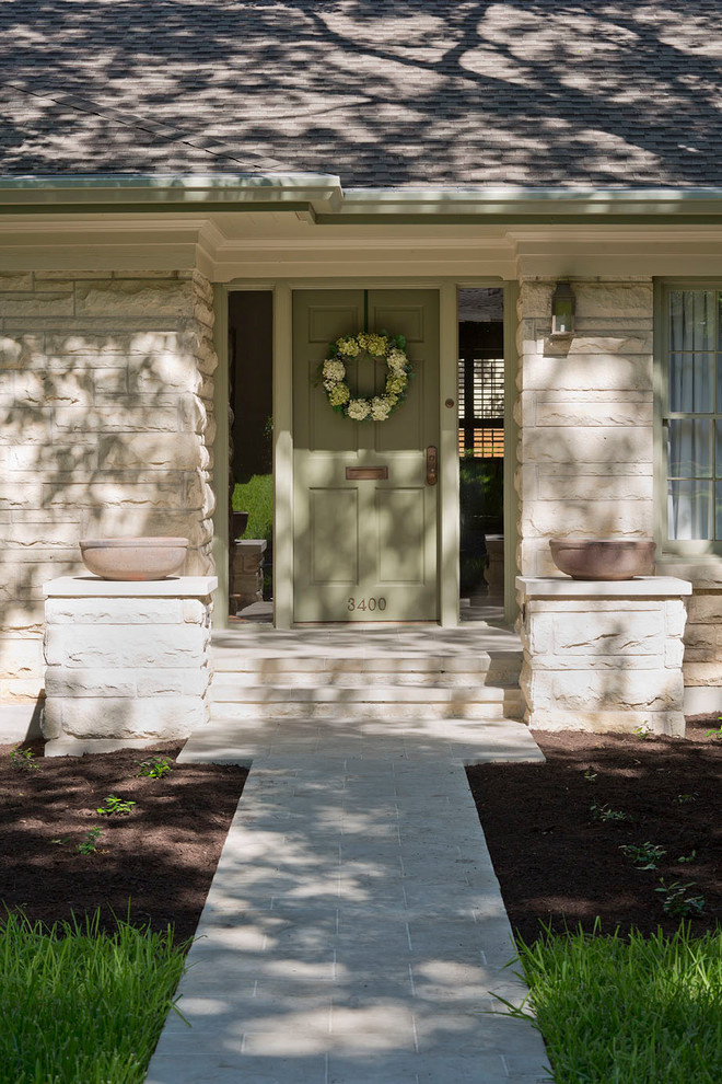Elegant entryway photo in Austin with a green front door