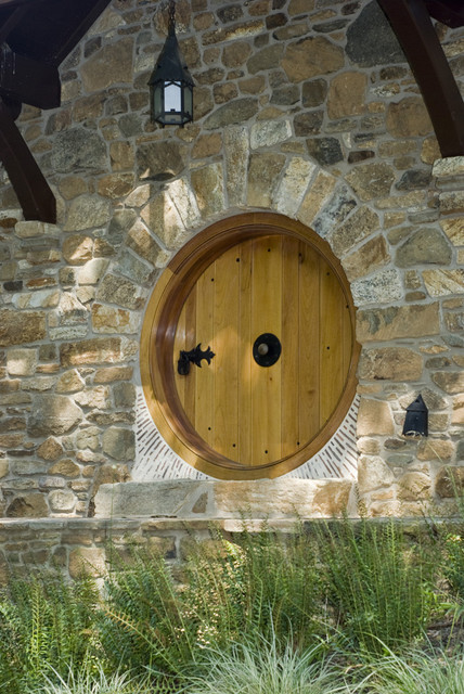 Rustic Entry by Archer & Buchanan Architecture, Ltd.