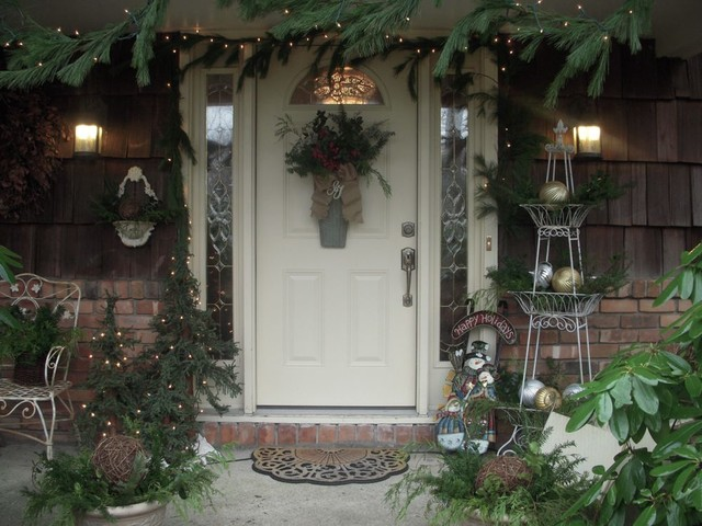 Holiday Decor traditional entry