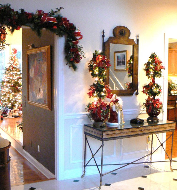 Elegant And Neutral Christmas Foyer: Holiday Decor In The Foyer