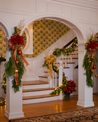Holiday Decor traditional-entry