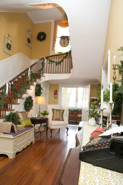 Holiday Decorating At The Tyler Spite House Frederick Md Traditional Entry Dc Metro By