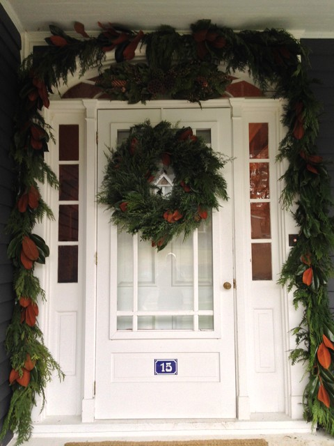 Holiday decorations traditional-entry