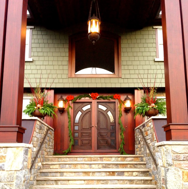 Holiday Entryway Planters Traditional-entry