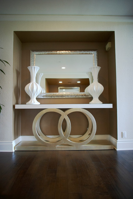 Hollywood contemporary-entry