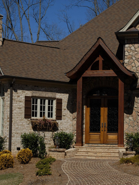 Home in NC - Oyster Pearl Oversize true tumbled brick with Harbourtown modular pavers.