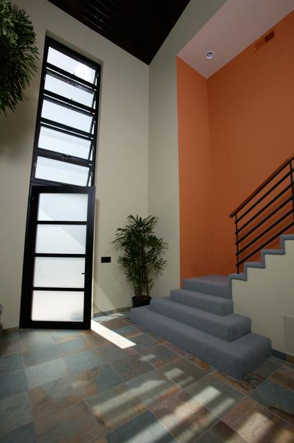 Hromoko House modern-entry