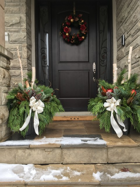 Example of a classic entryway design in Toronto