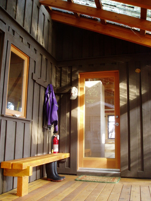 Island Cabin traditional-entry