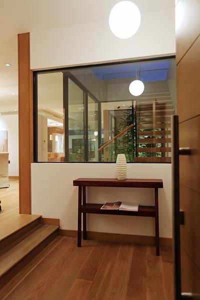 Entryway - contemporary entryway idea in Los Angeles