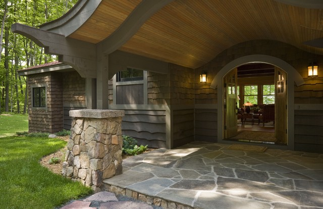 Example of a mountain style entryway design in Minneapolis