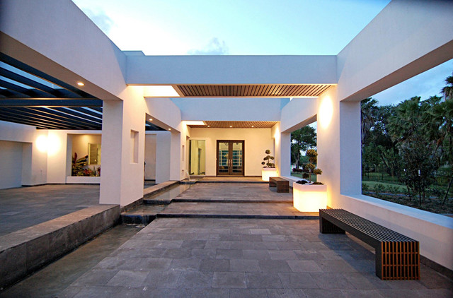 LuHer House modern entry