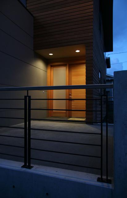 Magnolia House modern-entry