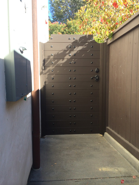 Matching Garage Doors Amp Entry Gates Corona Del Mar Ca