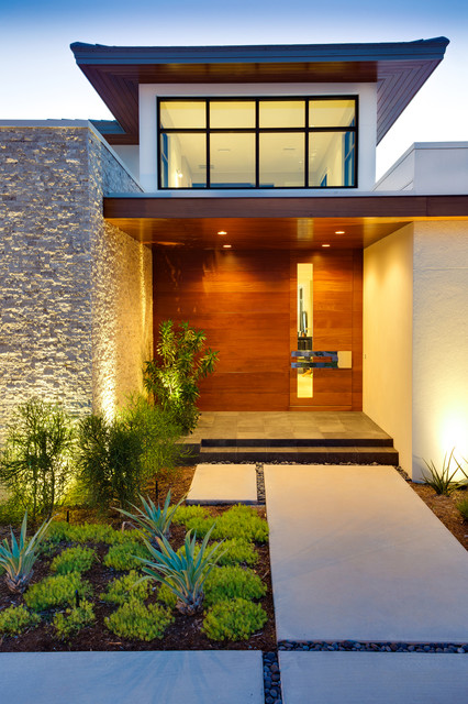 Modern Beach Bungalow tropical-entry