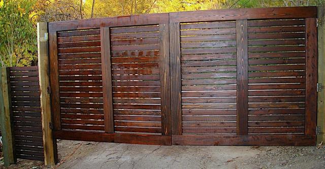 Modern Horizontal Gate Driveway Modern Entry Los