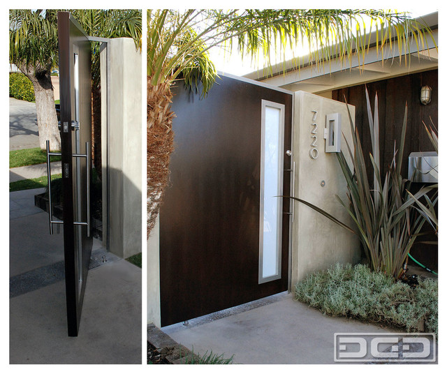 Modern Pivot Gate With a Flare of Mid Century Architectural Characteristics midcentury-entrance