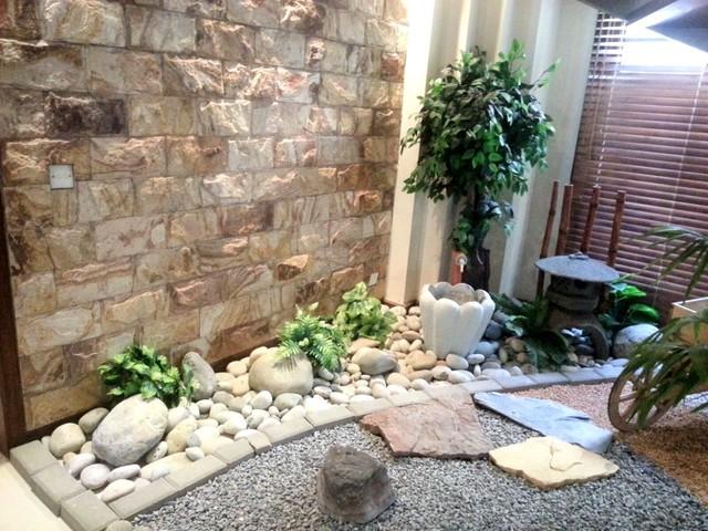 Mrs sajjid under the stairs zen garden for Garden design under the stairs