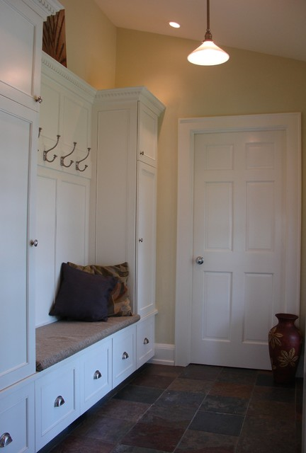 Mudroom traditional-entry